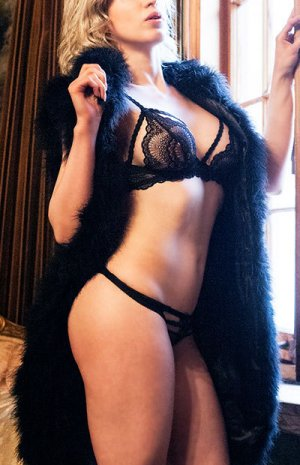 Precylia escorts in Lapeer